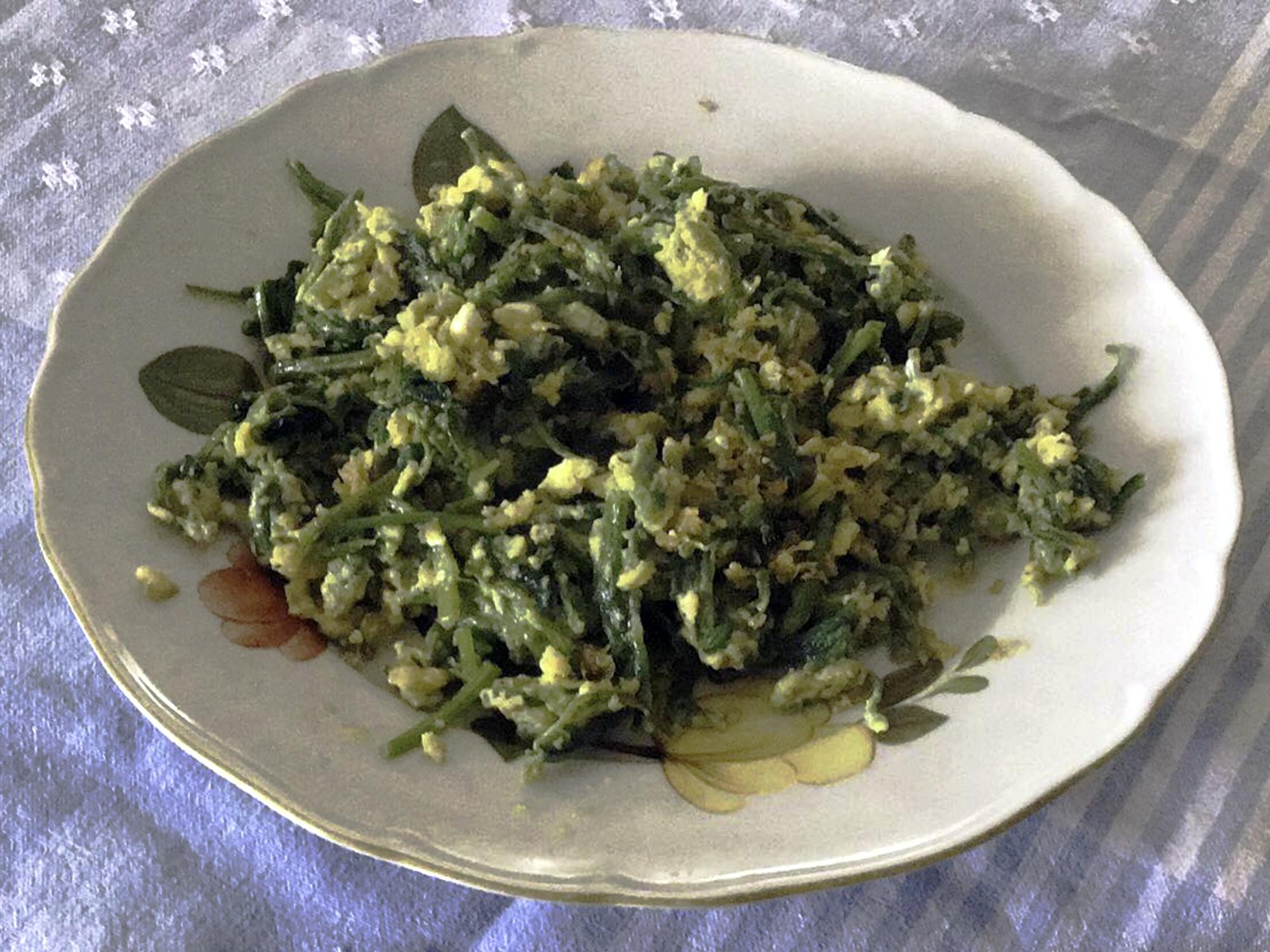 Σπανάκι με Αυγά τηγανιτά